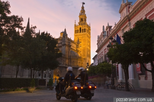 Giralda at night