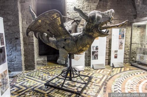 Дракон в башне Беффруа