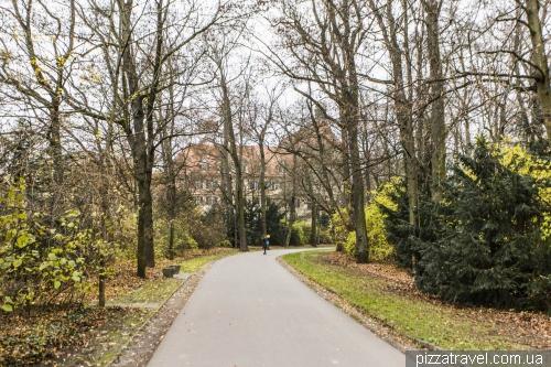 Парк около дворца Санкт-Эммерам в Регенсбурге