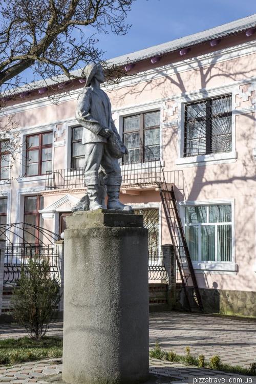 Памятник рыбаку в Вилково