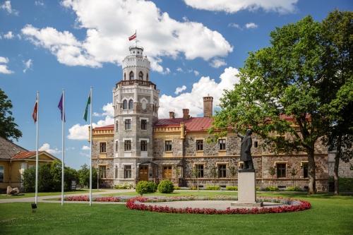 Дворец-замок Кропоткиных в Сигулде
