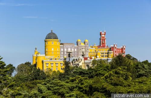 Вид на дворец Пена от статуи Фердинанда