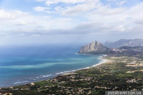 Эриче, вид на побережье и гору Monte Cofano