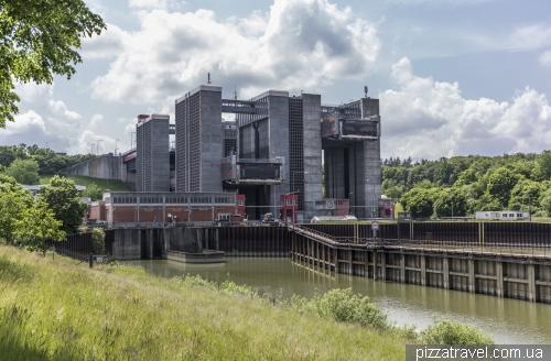 Scharnebeck twin ship lift