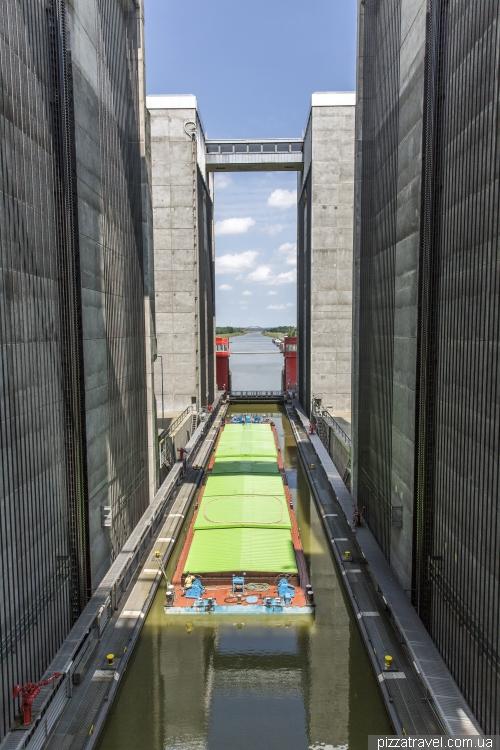 Лифт для речных судов в Шарнебеке
