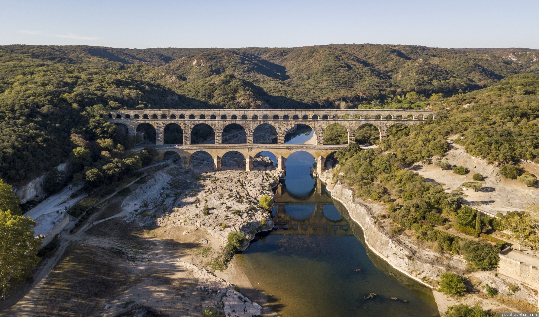 how to get travel from nimes to pont du gard