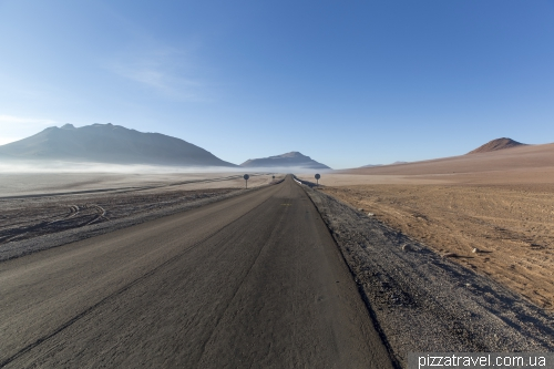 The road to Salar de Tara lake