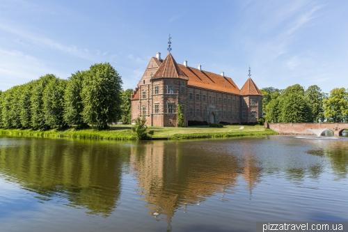 Замок Воергорд (Voergaard)