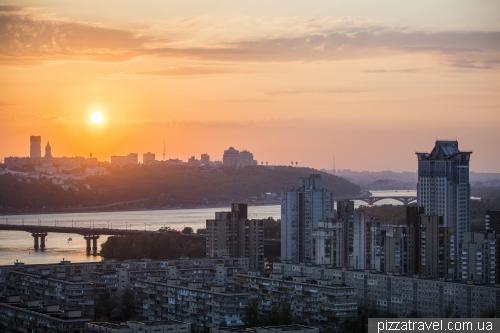 Закат в Киеве с высотки на левом берегу