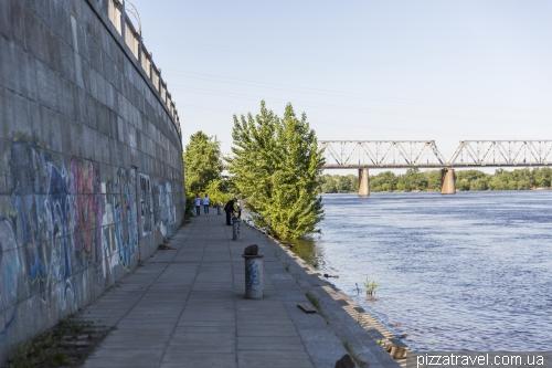 Non-equipped embankment along Naberezhno-Rybalska Street