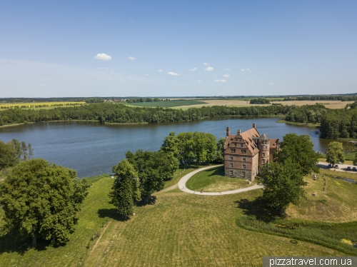 Замок Ульріхсхузен (Schloss Ulrichshusen)