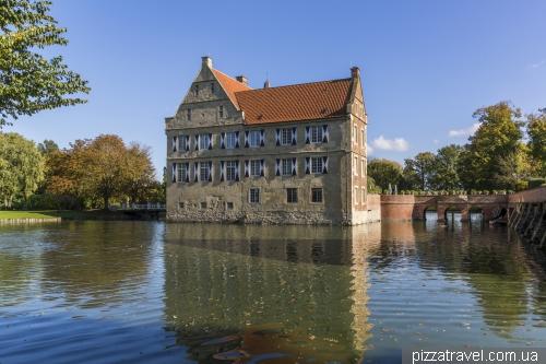 Замок Хюльсхофф (Burg Huelshoff)