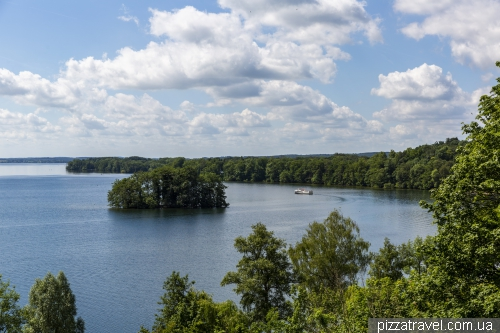 Вид на озеро від замка Пльон