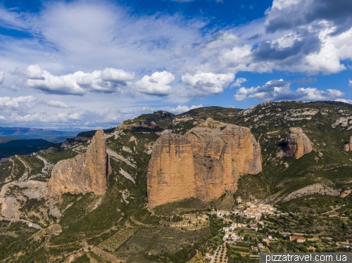 Скалы Мальос-де-Риглос (Mallos de Riglos)