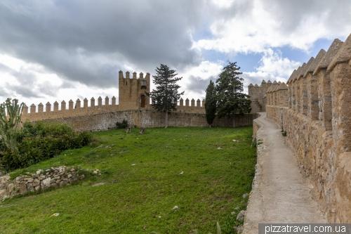 Собор и крепость Сан-Сальвадор в Арте