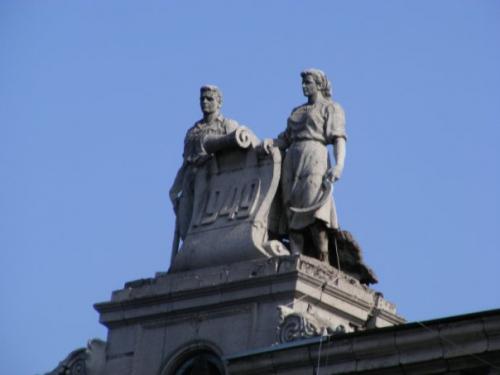 Скульптуры на крыше