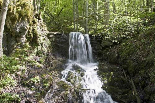 Небольшой водопад по дороге на Соколиное бердо