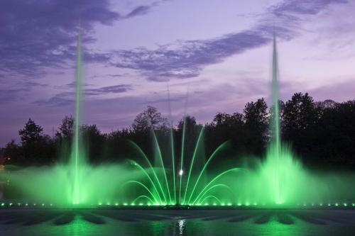 Light and music fountain