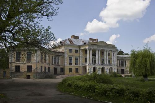Дворец Грохольського в Вороновице