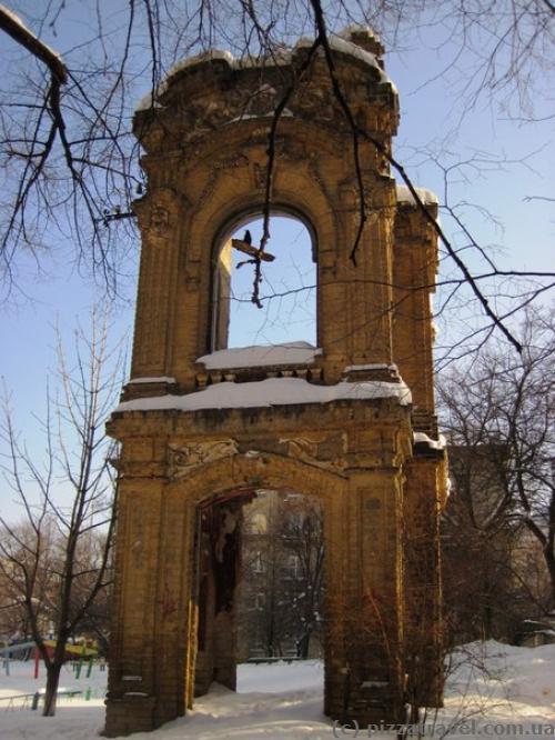 Руины дома, в котором жил И. Нечуй-Левицкий.