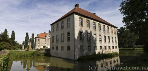 Замок Хюннефельд