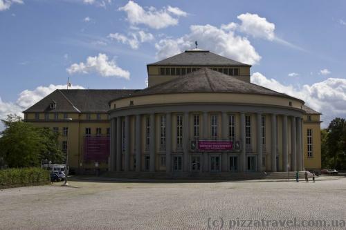 Театр (Staatstheater, 1938)