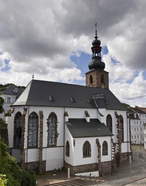 Замковая церковь (Schlosskirche, 1743)