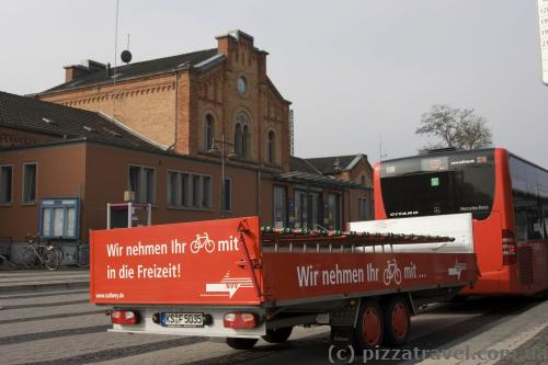 Bus with trailer for bicycles