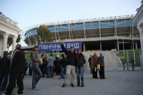 Біля стадіону