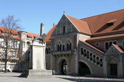 Исторический символ города - Брауншвейгский лев (XII век)