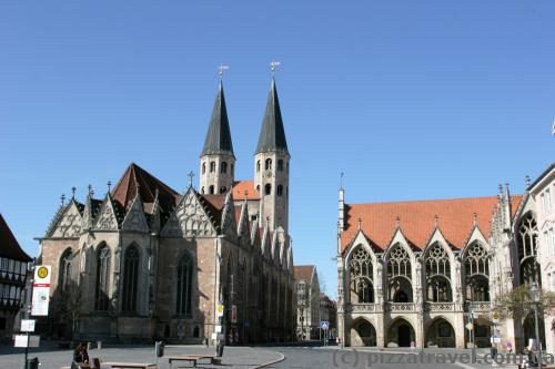 Церковь Святого Мартина и ратуша