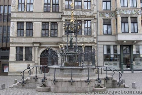 This fountain near the house of Leibniz was donated by Oscar Winter in 1986 on the occasion of his company's 100th anniversary.