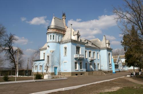 Дворец Курисов в Исаево