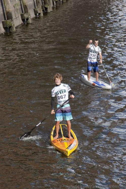Соревнования по странному виду водного спорта в Гамбурге