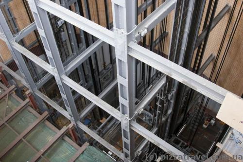 Ліфт, що веде в тунель під Ельбою