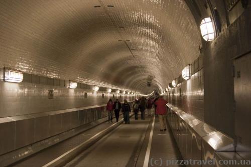 Туннель под Эльбой