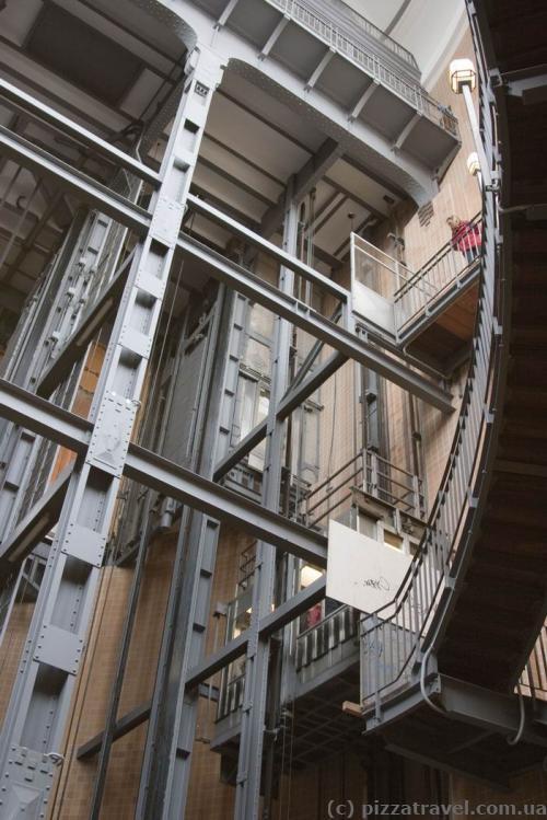 Лифт, ведущий в туннель под Эльбой