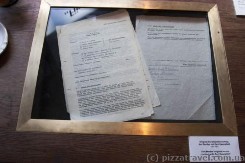 Оригинал контракта Beatles в музее в Гамбурге
