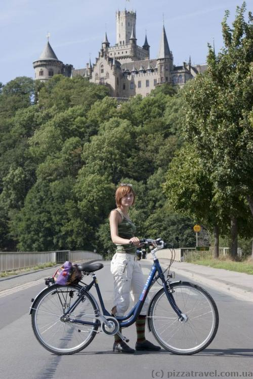The best way to get to the Marienburg Castle is by bike from Hannover.