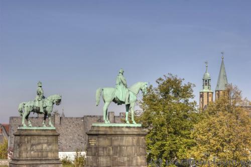 Памятники Вильгельму Великому и Фридриху Барбароссе
