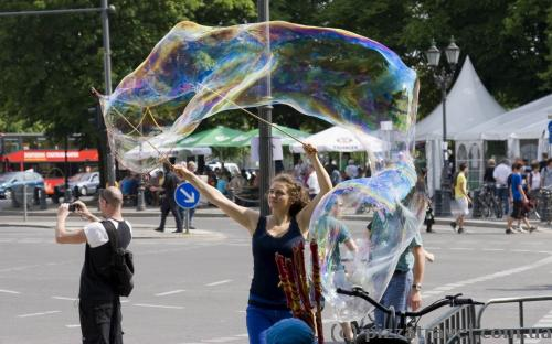 Huge bubbles were waiting for us near the Brandenburg Gate =)