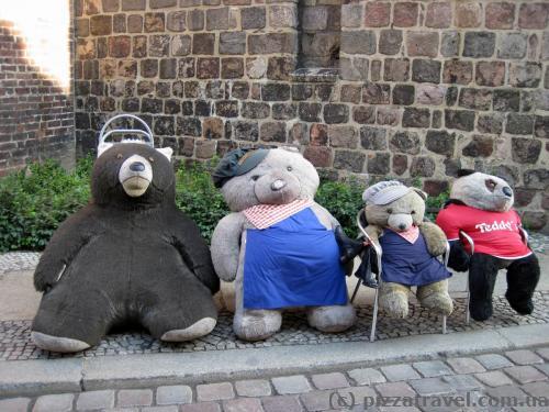 Медведи в квартале Николайфиртель