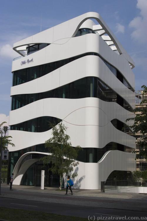 Будівля наукового медичного центру