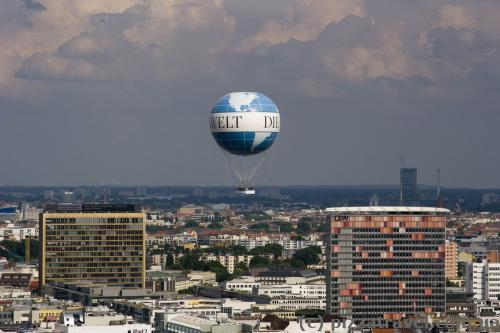 Airlift in Berlin (Berlin High Flyer)