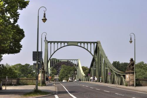 Міст Глініке