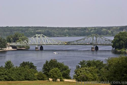 Міст Глінiке