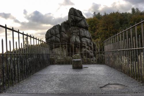 Смотровая площадка на одной из скал Экстернштайне