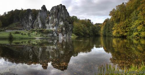 Вид на Экстернштайне со стороны озера