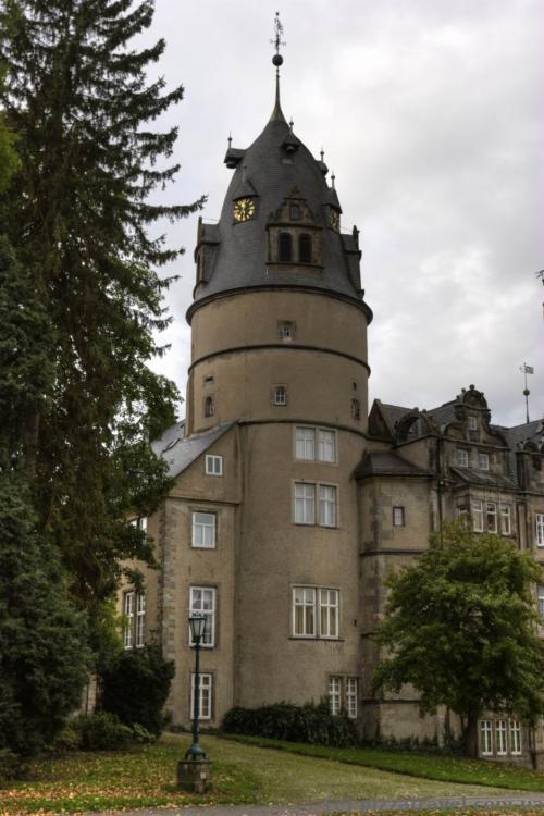 Вежа замку в Детмольді зі збереженими стінами 1366 року