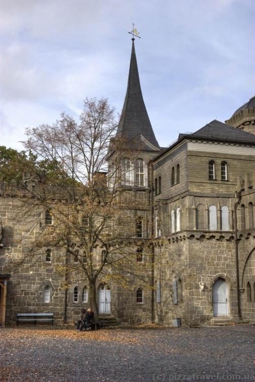Внутрішній двір замку Левенбург